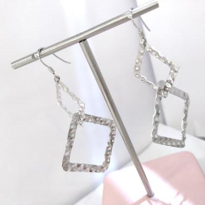 银色世界S925银电白素银耳坠