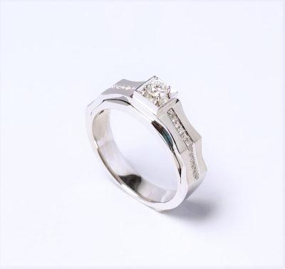 幸福王味AU750金白色钻石男戒